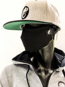 Fekete kaméleonos maszk